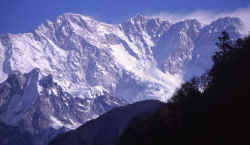 kangchenjunga_range_south_sinchebung.jpg (118433 Byte)