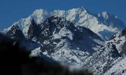 From the foot of Chombo we enjoy great views of the Kangchenjunga chain; here the south summit.